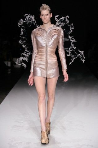 CRYSTALLIZATION; July 2010, Amsterdam Fashion Week; Image source: www.irisvanherpen.com