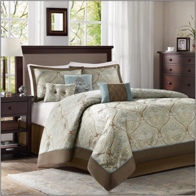 4 things to know while choosing california king size comforter sets. Black Bedroom Furniture Sets. Home Design Ideas