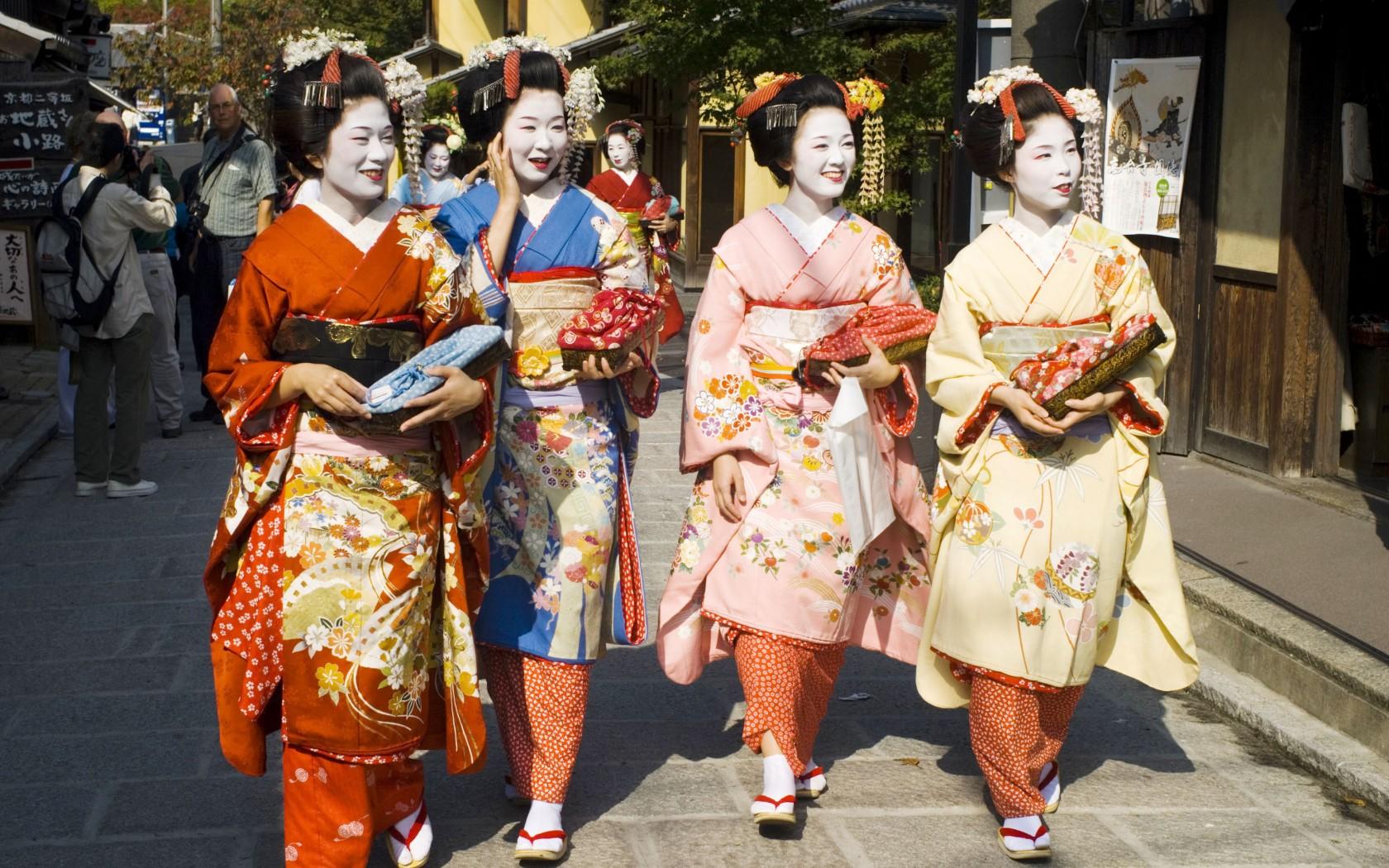 Worldwide Traditional Clothing That Define A Region S