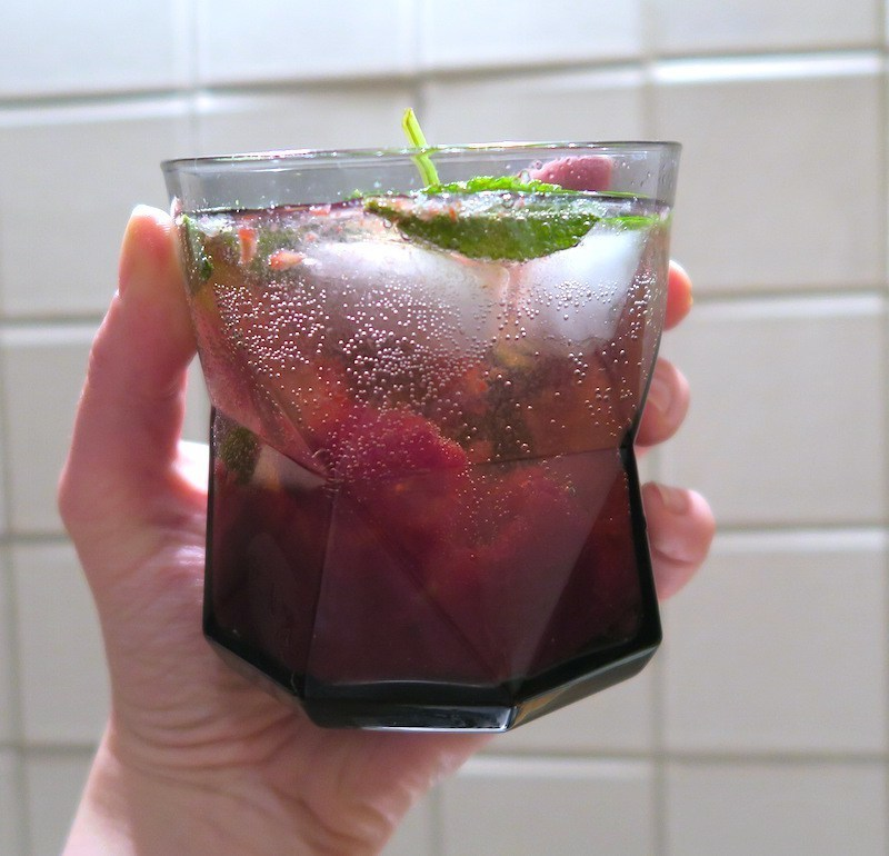 SUMMER COCKTAIL RECIPE: GINBERRY COOLER
