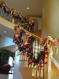16 Awesome Christmas Stairs Decoration Ideas
