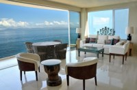 22 Breathtaking Oceanfront Living Rooms - Style Motivation