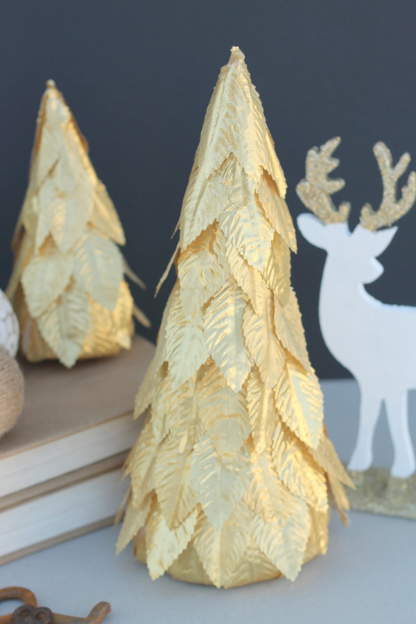 15 Cute and Creative DIY Mini Christmas Tree Decor Ideas