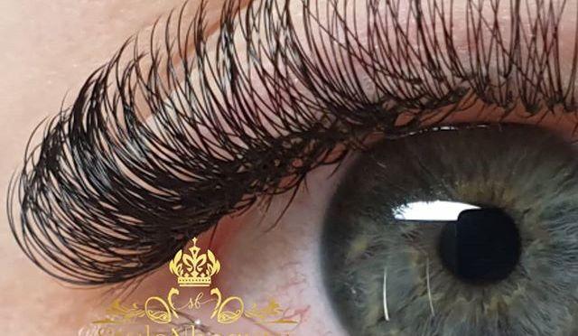 🦋the secret is in her eyes…🦋 Välkommen till Stylenbeauty i Strömstad på Skutvägen, en mysig salong nära skog & hav🙏