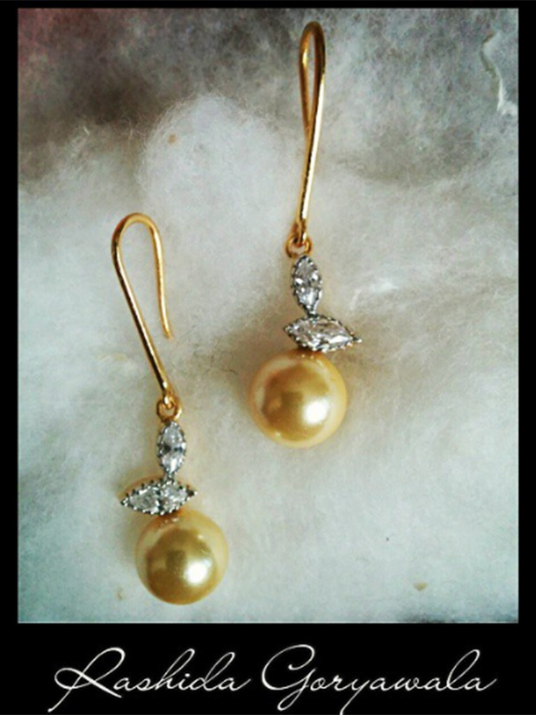 Golden Pearls playing with Diamonds