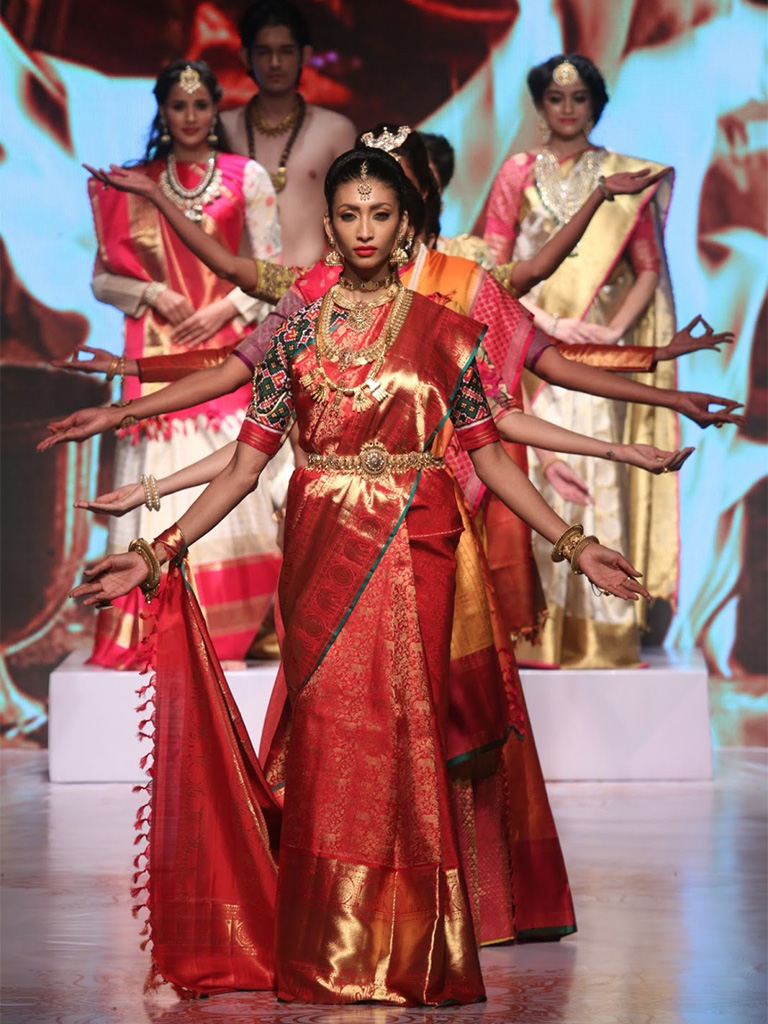 C Krishniah Chetty & Sons Closes The IIJW 2017 With An Amalgamation From An Epic Of Lord Shiva And Maa Parvati's Script Of The Bioscope Diary With Maa Parvatis Solah Shringar