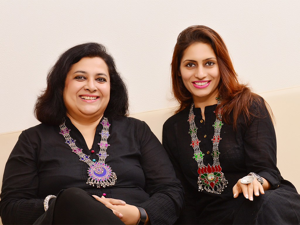In conversation with Mrs Kajal Jain, adorning our favourite hand painted and colored glass haar (long necklace) with traditional indian motifs. Jewellery available on Velvetcase.com