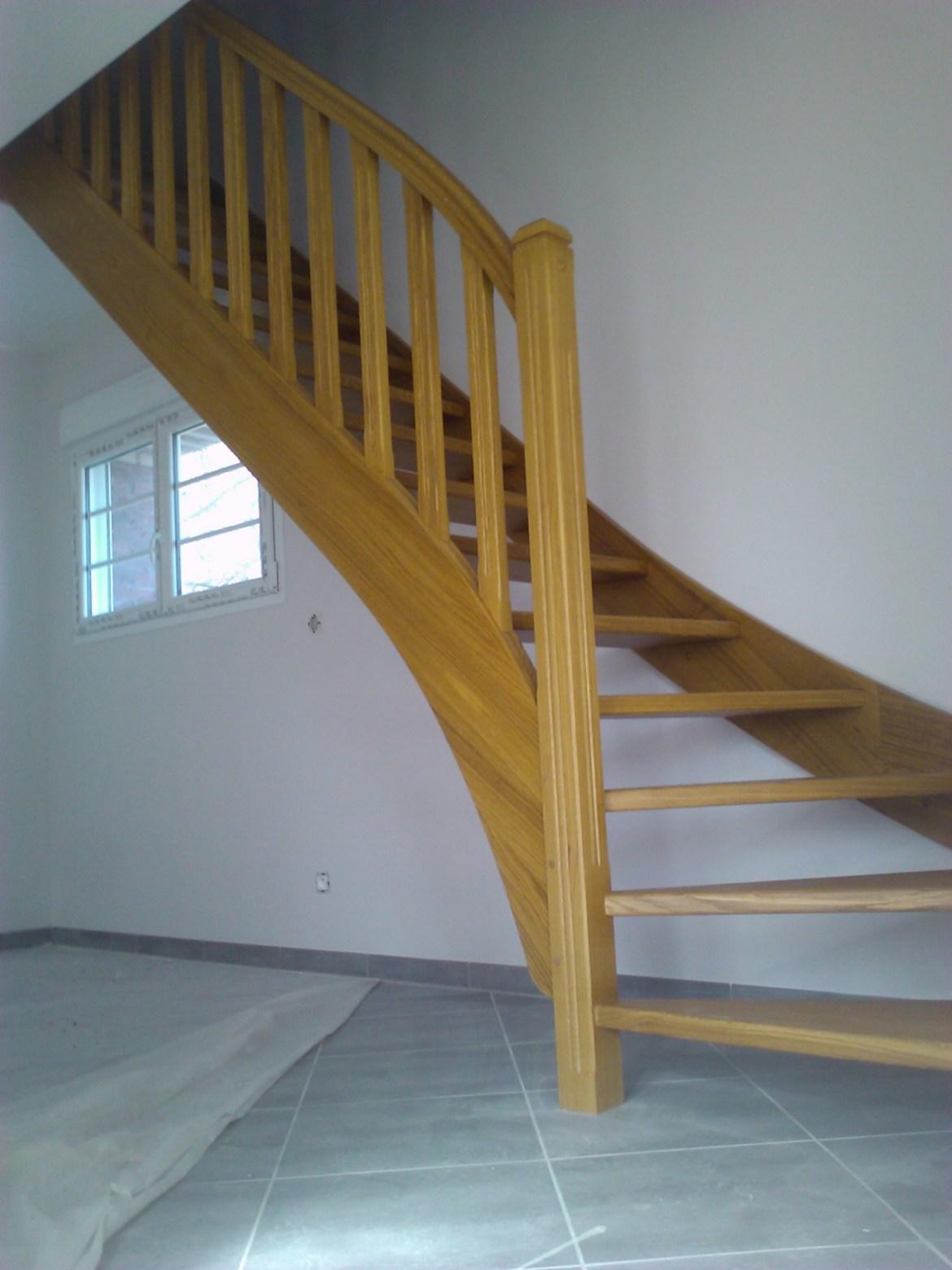 Styl'escalier : Gamme Tradition escalier chêne avec limon et rampe galbé