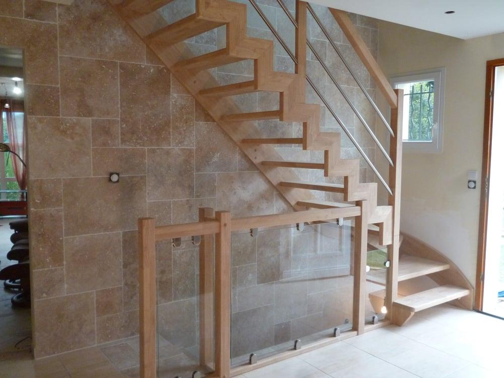 Styl'escalier : Gamme création : escalier HEVEA à limon domino et garde corps sous limon vitré