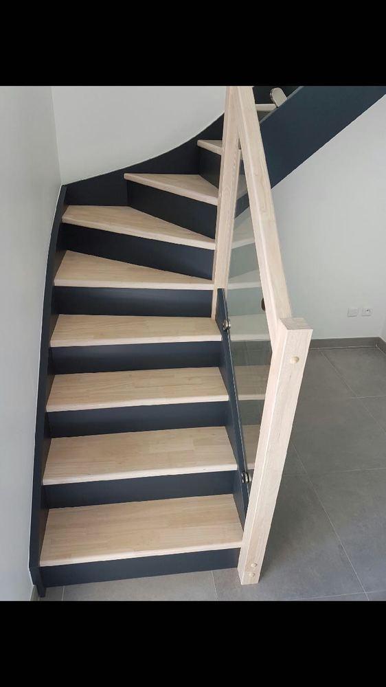 Styl'escalier : Gamme Création Escalier hevea avec rampe vitré et teinte be color