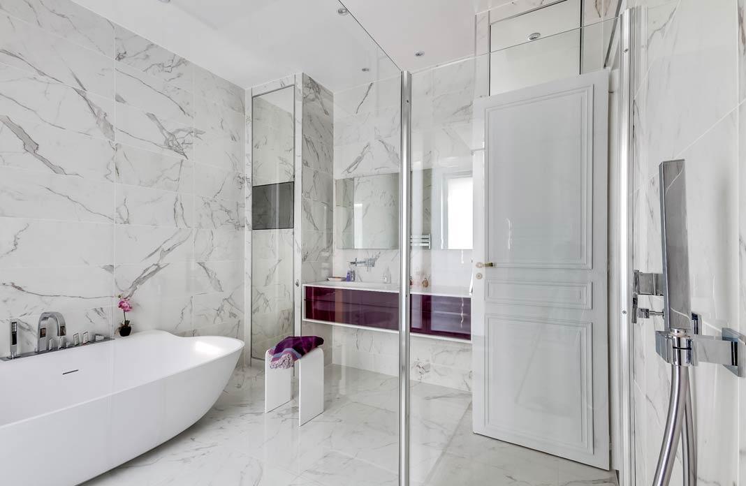Habillee De Marbre Blanc Une Salle De Bains Intemporelle Styles De Bain