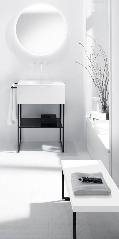 s asseoir dans la salle de bains