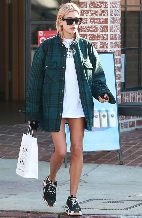 Mandatory Credit: Photo by Broadimage/Shutterstock (9315640e) Hailey Baldwin Hailey Baldwin out and about, Los Angeles, USA - 11 Jan 2018 Hailey Baldwin leaving Pressed Juicery in Los Angeles