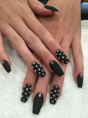 9-black-nails-with-edgy-rhinestones-562