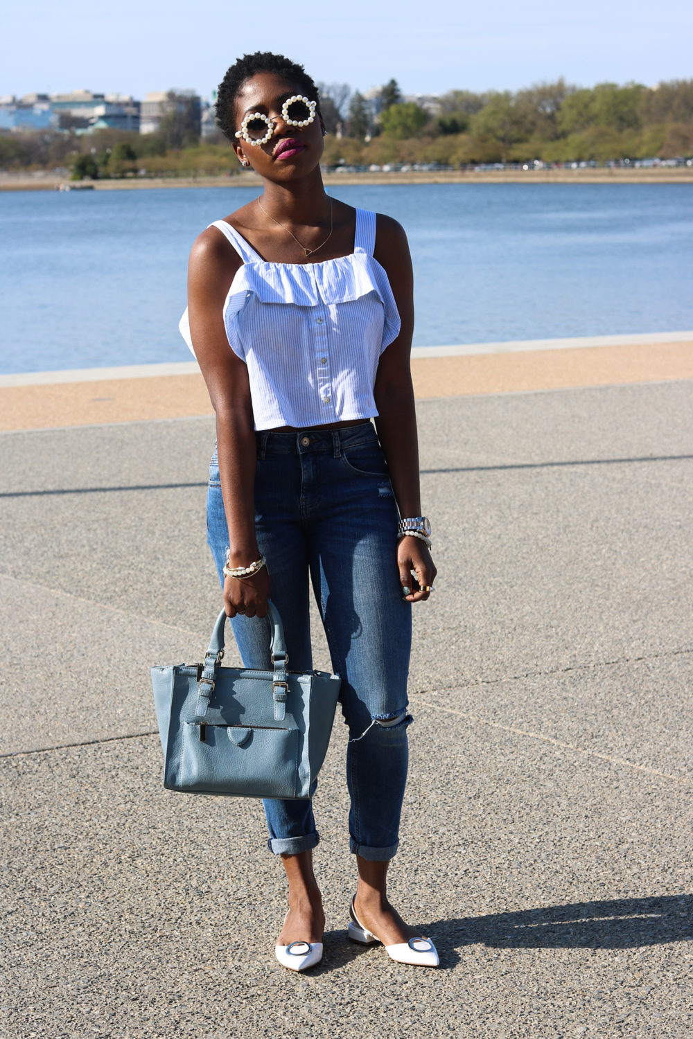style synopsis_ destroyed jeans and crop top