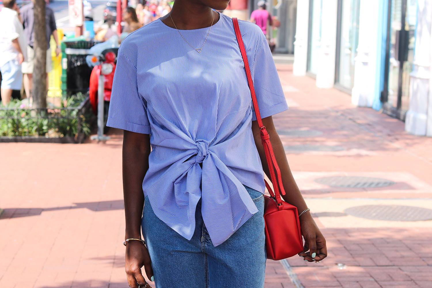 style synopsis blue stripped bow top