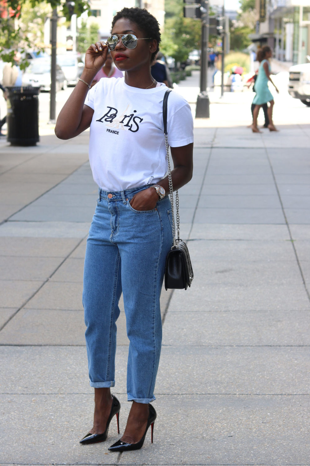 style synopsis-mom-jeans-summer-looks