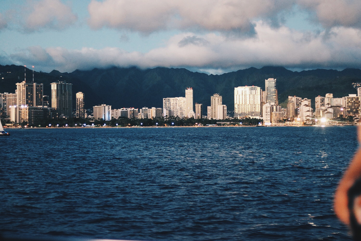 stylesynopsis-honolulu-city-view