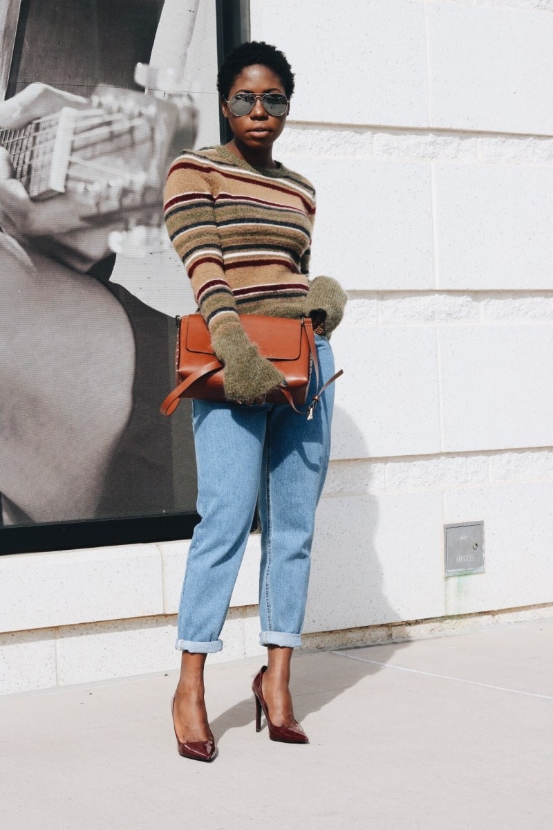 MULTICOLORED SWEATER & MOM JEANS