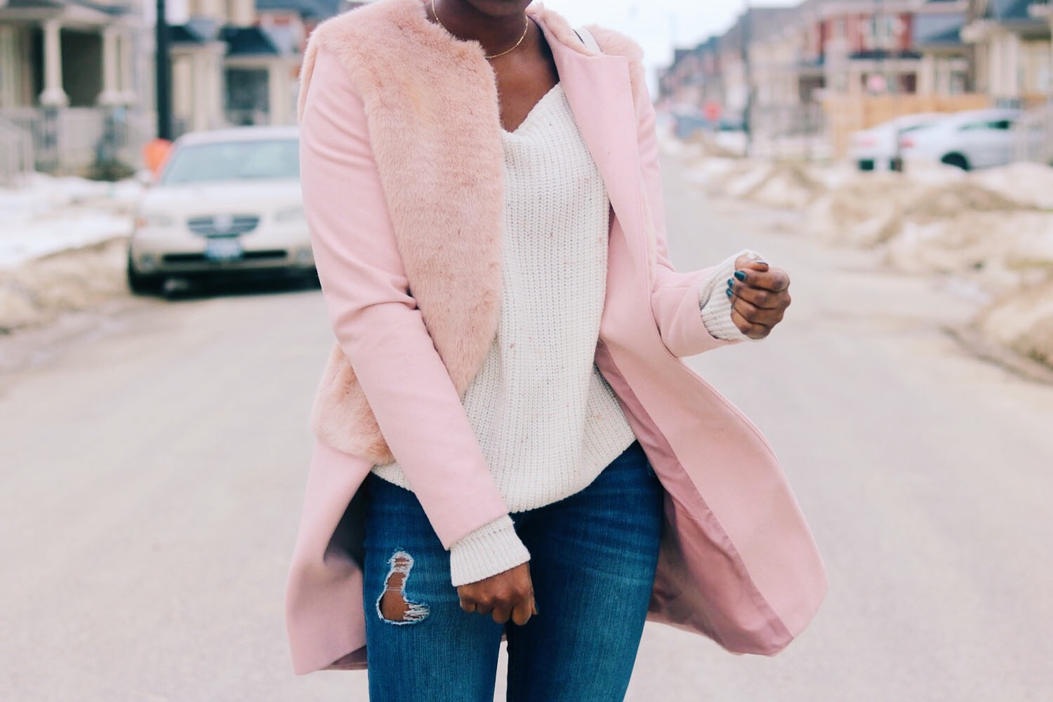 style-synopsis-contrast-pink-coat