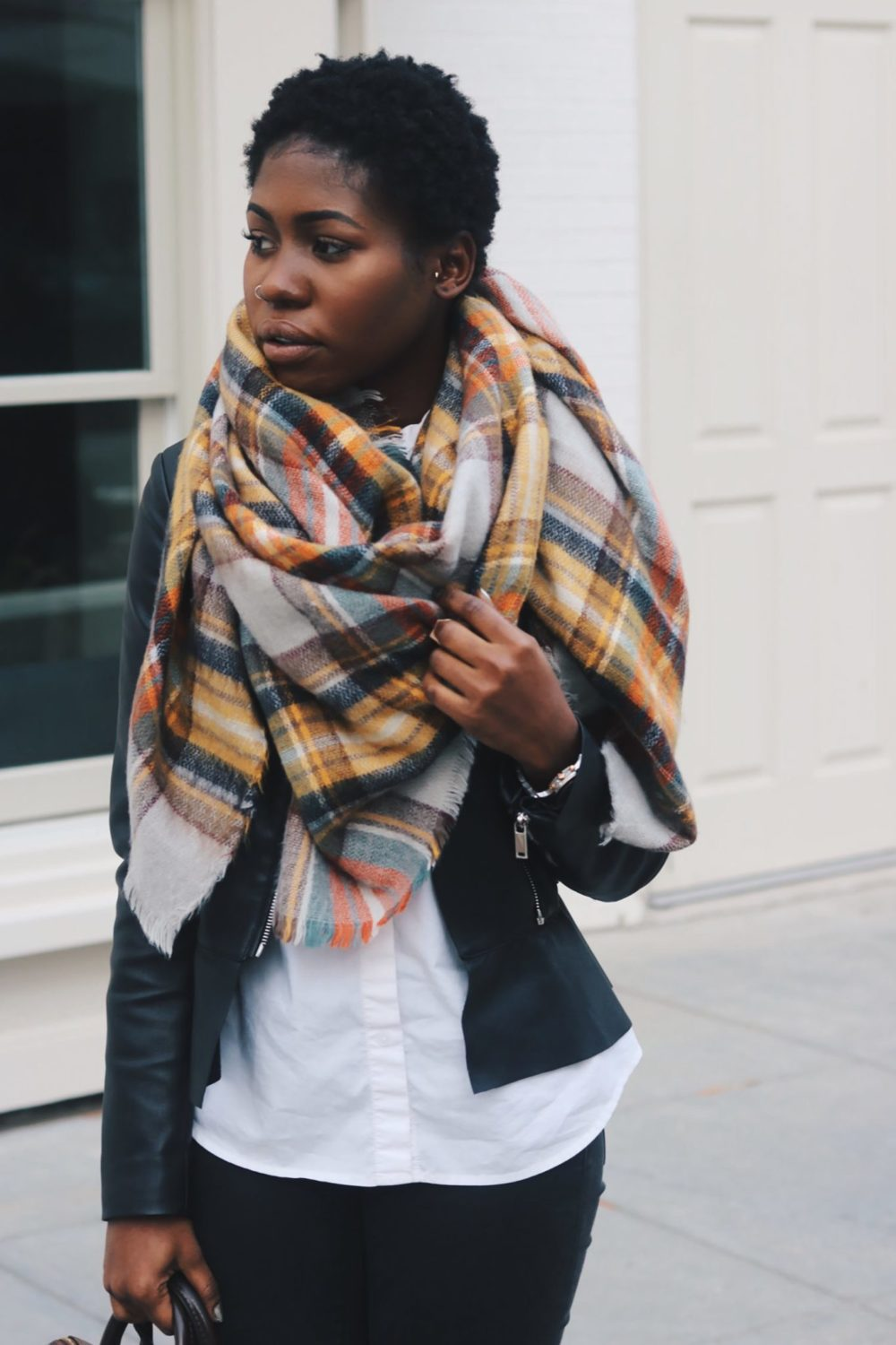 stylesynopsis-leather-jacket-blanlet-scarf-look
