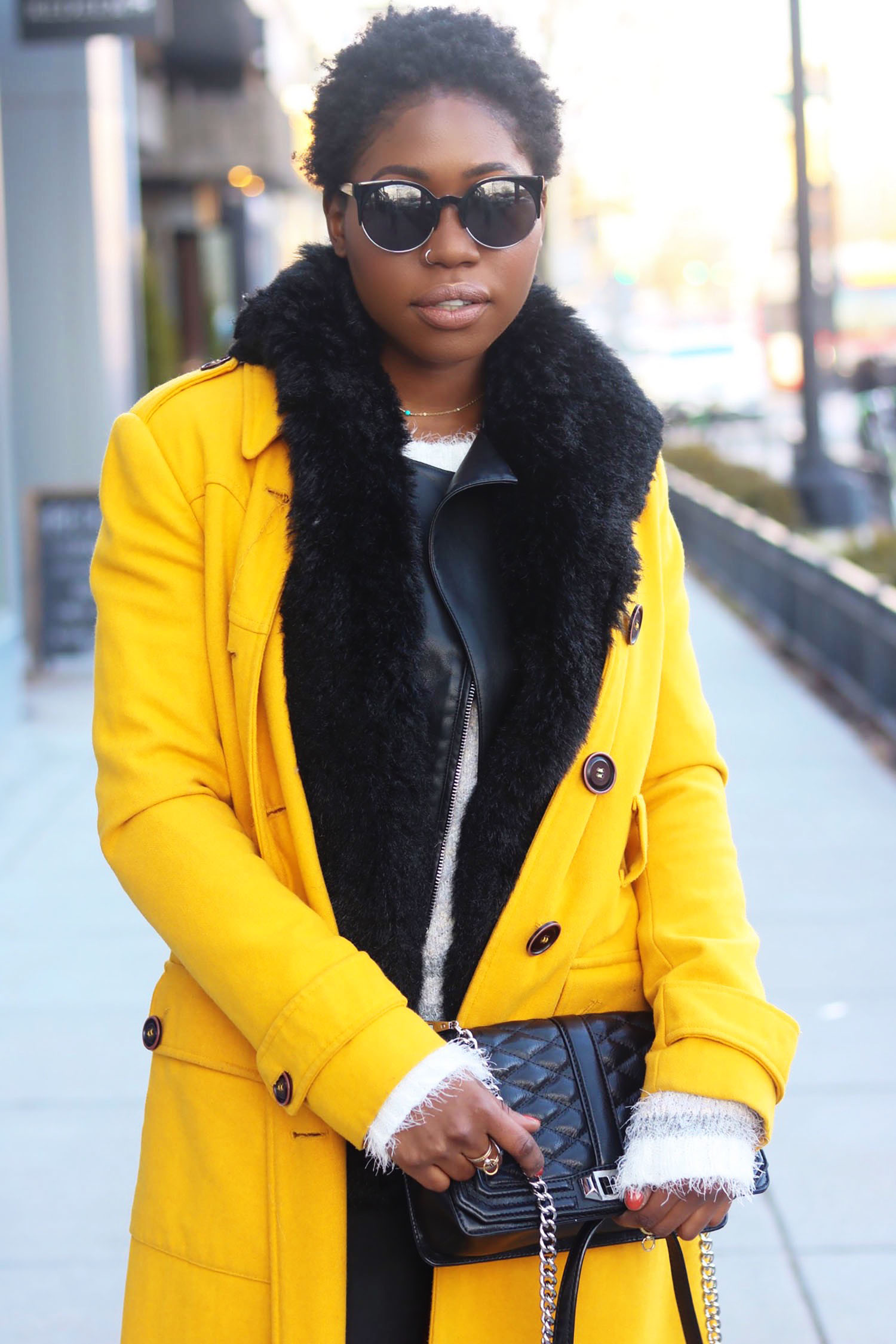 style-synopsis-yellow-trench-coat-style