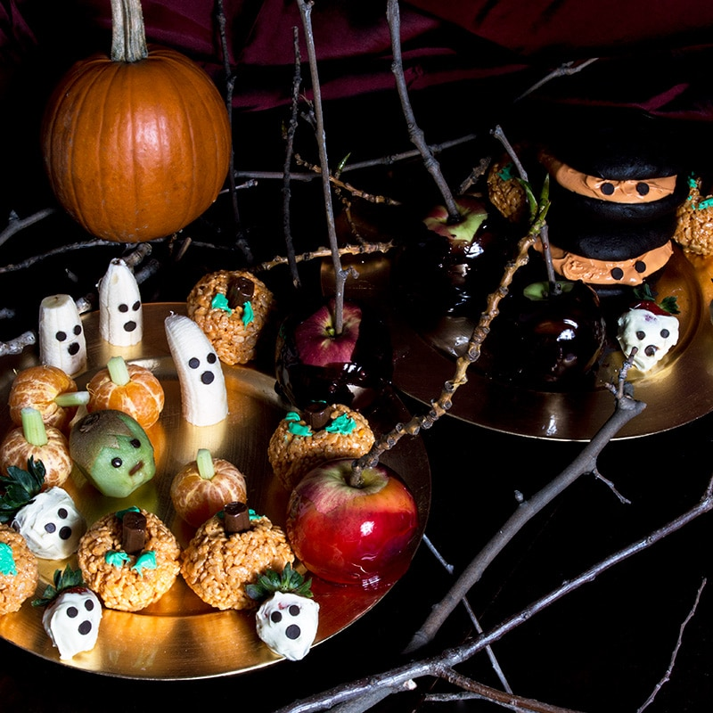 Halloween costume ideas and Halloween recipes. Cute ways to make your Halloween party more fun with fun food!