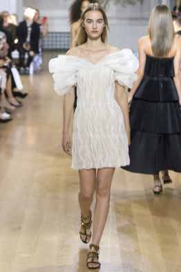 Oscar de la Renta SS17 New York Fashion Week Trends Image via Vogue.com