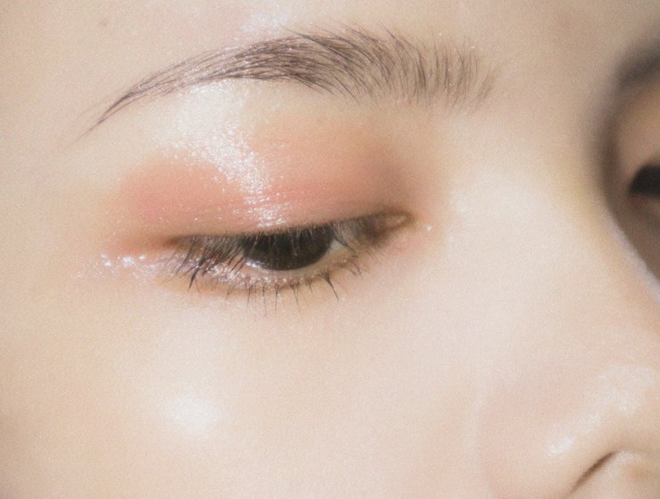 How to get glossy eyebrows