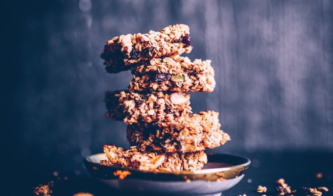 How to make your own DIY homemade nutrition bars with nuts