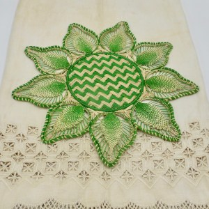 Petal Placemat Iraca Palm (Natural and Lime Green)