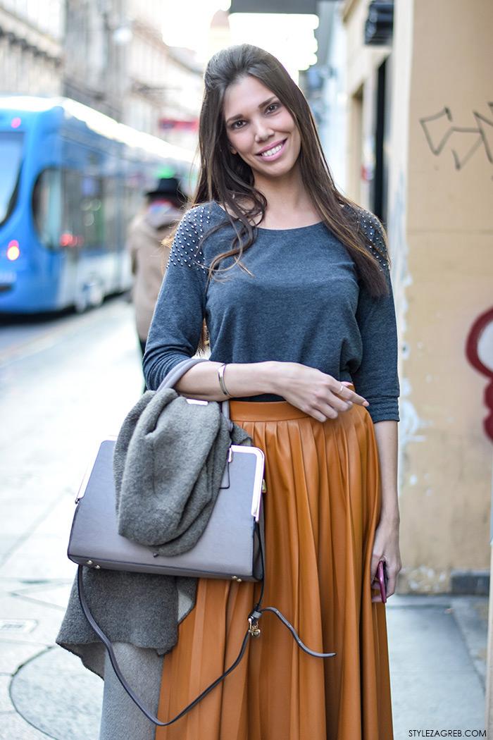 Stajling: midi suknja u boji karamele, gležnjače i siva majica
