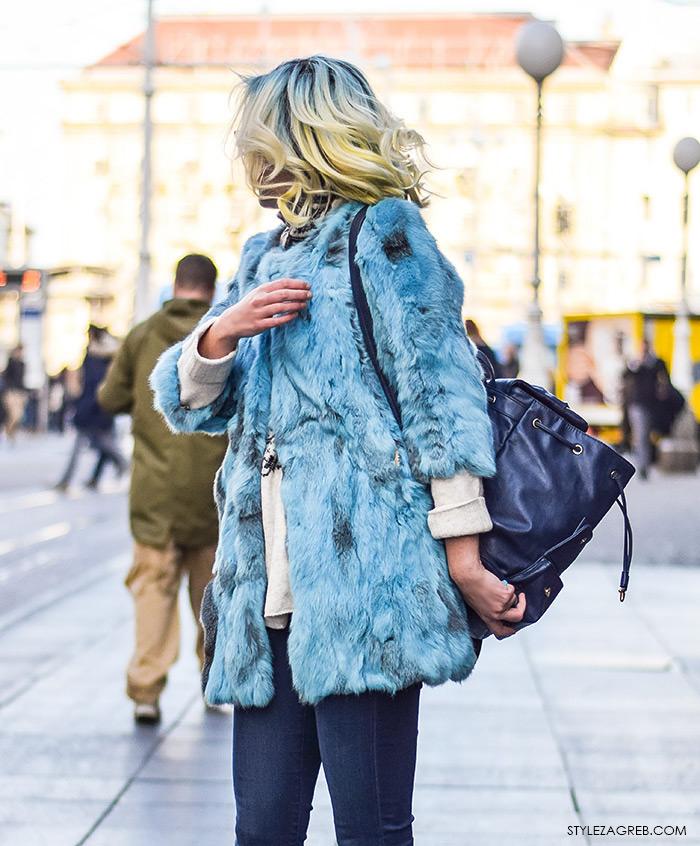 Street style moda advent Zagreb, blue kosa i plava bunda, krzno