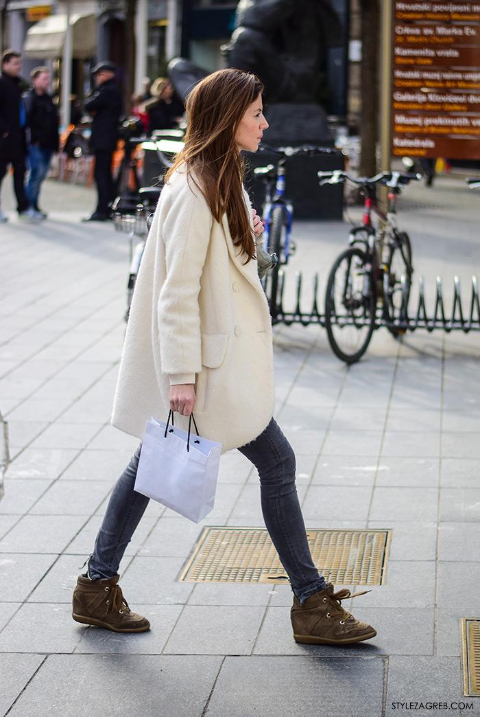 Zagreb street style, proljetna moda, bomber jakna, bijeli kaput, tenisice na punu petu Isabel Marant, stylezagreb
