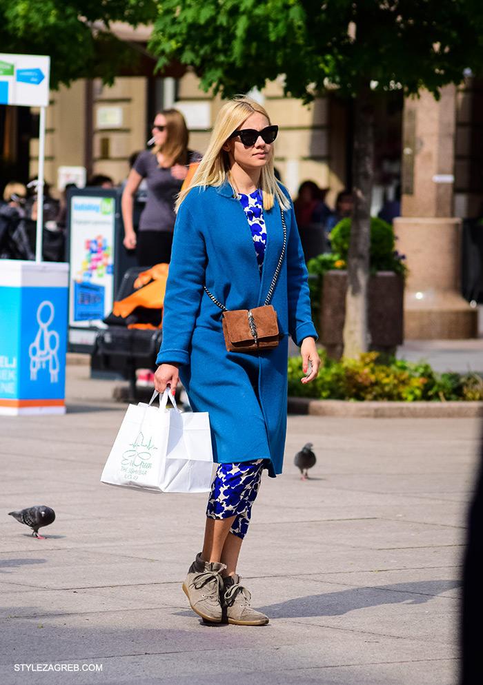 cro moda street style zagreb, Karla Anić ulični stil Zara popularna torba i plavi kaput, žena ulična moda fashion hr zagrebačka špica modne kombinacije trend portal zena hr