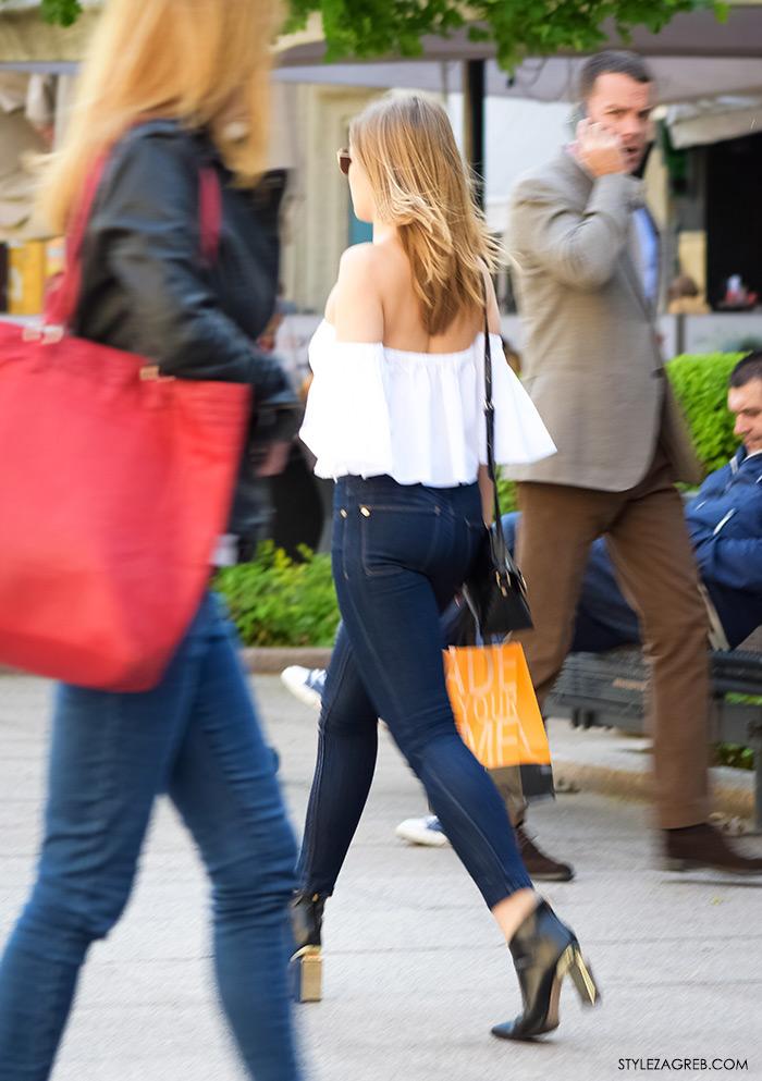 street style zagreb top off shoulder gola ramena, bijeli top Zara otvorenih ramena i indigo tamne uske traperice