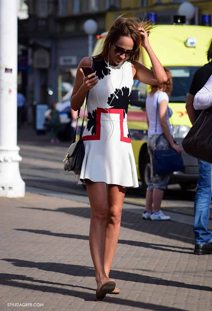 Street style Zagreb Hrvatska, ulična moda Zagreb, prosvjed Hrvatska može bolje 1.6.2016., zgodna žena, dizajnerska mini haljina i balerinke u bež boji