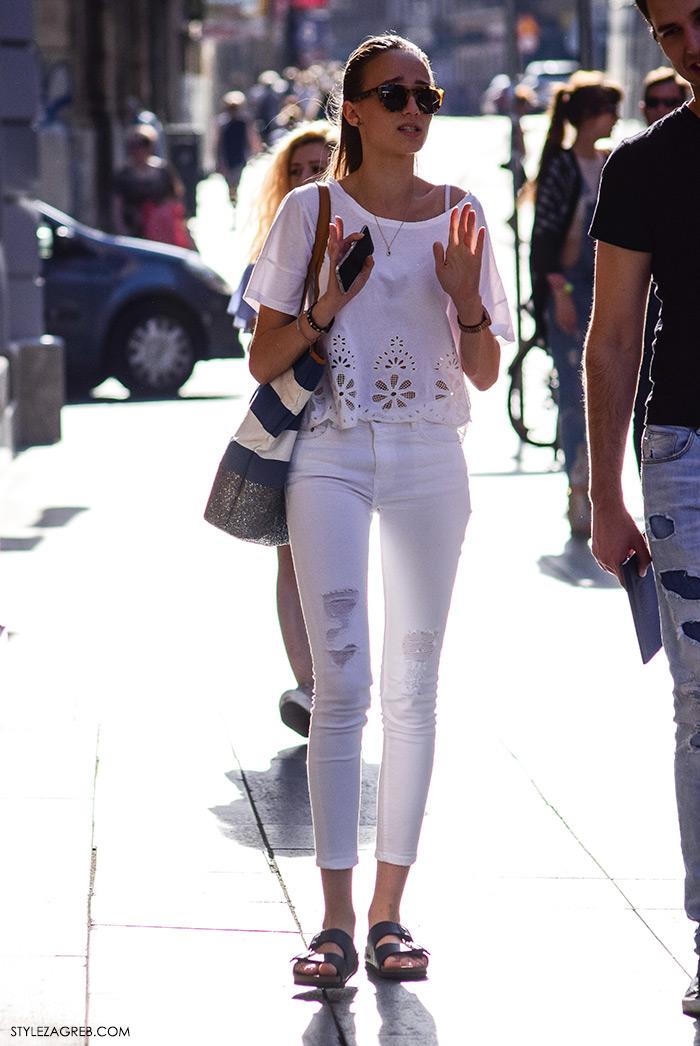 Ljeto ženska moda zagrebačka špica, street style Zagreb, kako nositi podrapane bijele traperice i lagani bijeli top