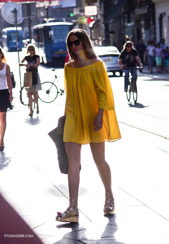 Ljeto ženska moda zagrebačka špica, street style Zagreb, zlatne gladijator sandale i žuta mini haljina golih ramena