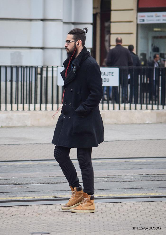 Street Style Zagreb muška ulična moda jesen zima kombinacija crna bunda od janjećeg krzna, urban muškaca s bradom i svezanim repom