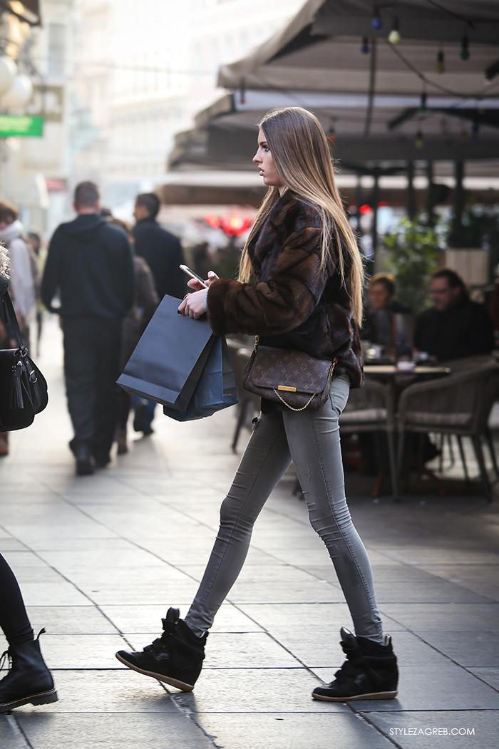 Street Style Zagreb Croatia, Shop best of Zagreb's winter look, man's winter fashion how to wear brown fur coat, LV bag, sneakers, Ulična moda u Zagrebu, špica subota Advent u Zagrebu, treća adventska nedjalja, 17. prosinac 2016. kako kombinirati moda zima smeđa kratka bundica, LV torbica stajling