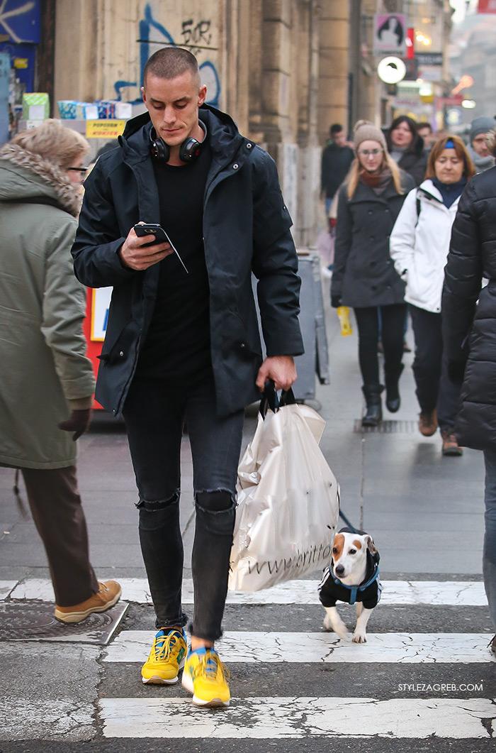 Street Style Zagreb Croatia, Shop best of Zagreb's winter look, man's winter fashion how to wear blackoutfit and yellow sneakers, Ulična moda u Zagrebu, špica subota Advent u Zagrebu, treća adventska nedjalja, 17. prosinac 2016. kako kombinirati moda zima muški outfit, muškarac sa psom, žute adidas tenisice i crni outfit