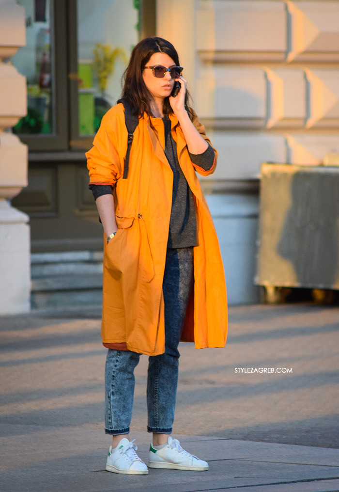 street style Zagreb Hrvatska spring fashion hr Croatia žena hr ulična moda najnovije slike špica tourist in Zagreb what to wear yellow trench white Adidas sneakers mom jeans