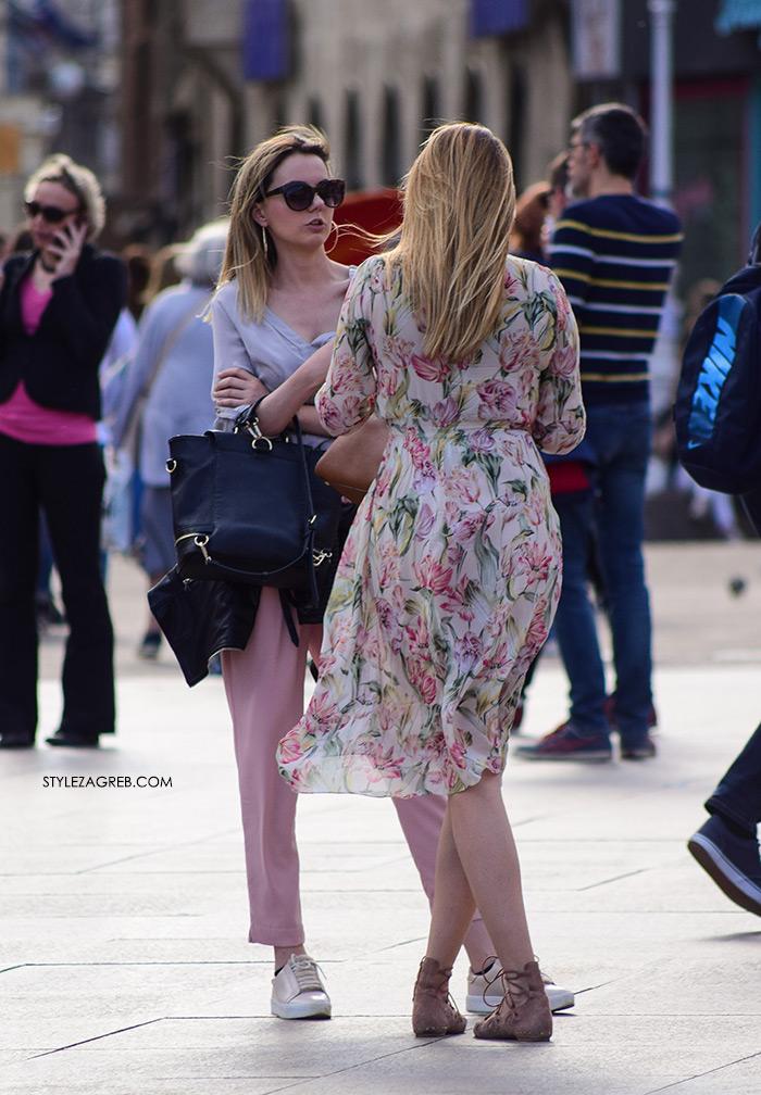 Street style Zagreb kako nositi roza boja stajling kombinacija roza klasične hlače oker bijele tenisice