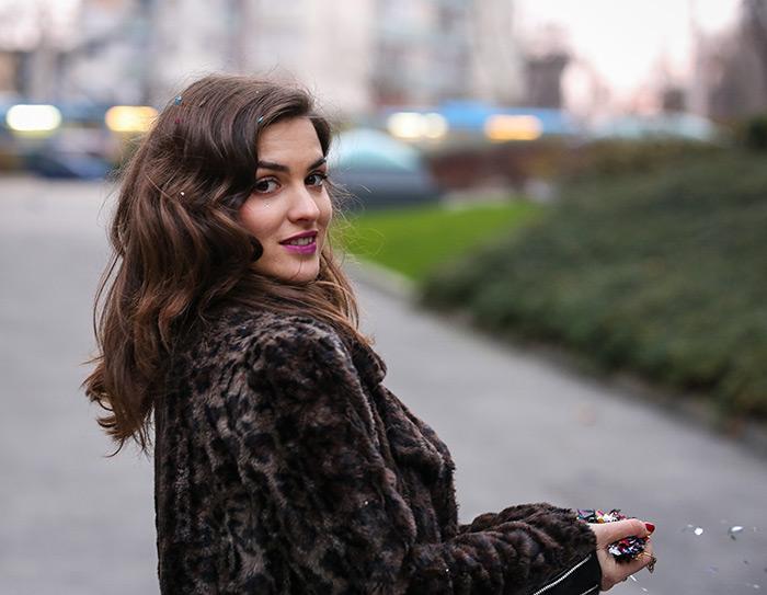 Arija Rizvić crvena haljina Sherri Hill Zagreb Style Zagreb htv video prilog o modi