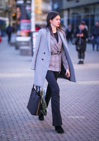 Sjajan poslovni styling ovog trenutka: karirani sivi sako i trapezice | Style Zagreb