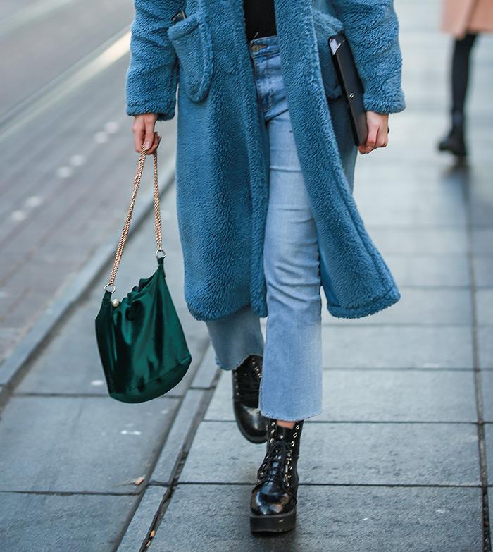plavi teddy kaput baršun zelena torbica bajkerske čizme zagrebačka špica cro moda sijeČanj u zagrebu Špica zimski ženski outfit