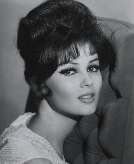 Classic 1950s Hairstyles For Women Best Vintage Haircuts Stylezco