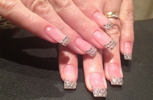 Nail art in Rhinestone Bows