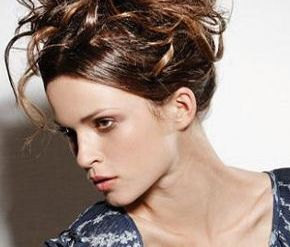 Natural curly hairstyles for women.